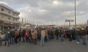 قطع طريق عام رياق بعلبك احتجاجا على تزايد عمليات السلب