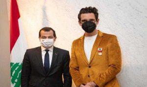 سفير لبنان في فرنسا قلّد الفنان Mika وسام الاستحقاق من الدرجة الفضية