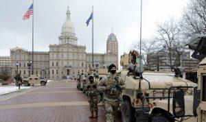 تجمّع عشرات المسلحين أمام برلمان ميشيغان