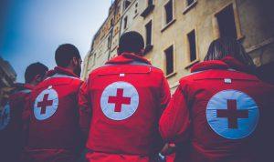 """اعتداء على """"الصليب الأحمر"""" بعد رفض مستشفى استقبال مريضة!"""