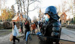 فرنسا تلغي حظر التجول ووضع الكمامات