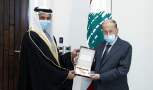 عون منح سفير الإمارات وسام الأرز