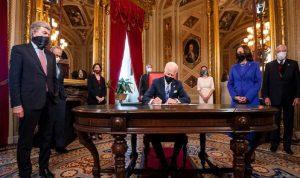 بايدن يوقّع أول حزمة من المراسيم بصفته رئيسًا للولايات المتحدة