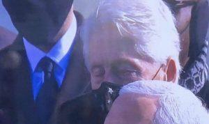 النعاس يغلب بيل كلينتون خلال خطاب بايدن
