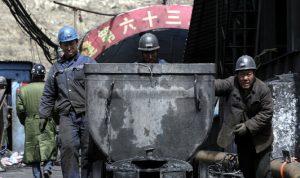 الصين تحاول إنقاذ 22 عاملا عالقين داخل منجم منذ 9 أيام