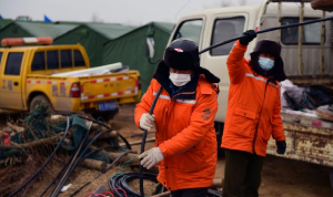 إنقاذ 11 من العمال العالقين لأسبوعين داخل منجم ذهب في الصين