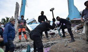 إندونيسيا.. مقتل 42 شخصاً وإصابة المئات بهزة أرضية (فيديو)