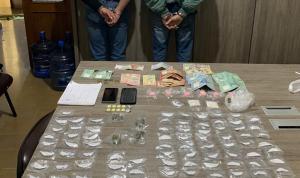 توقيف 4 أشخاص بتهمة ترويج المخدرات والسرقة