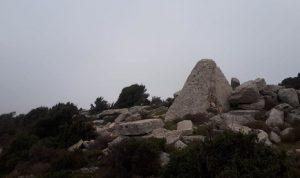 اكتشاف مدفن ميغاليتي في عكار
