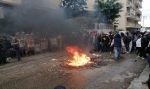 """الاحتجاجات تعود والقوى السياسية على """"كوكب آخر"""""""
