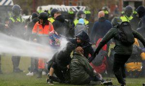مواجهات مع الشرطة خلال مظاهرات ضد حظر التجول في هولندا