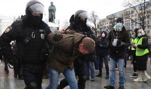 الشرطة الروسية تعتقل محتجين مؤيدين لنفالني