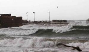 العاصفة توقف حركتي الملاحة والصيد البحري في صيدا