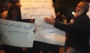 مسيرة احتجاجية في طرابلس توقفت أمام منازل النواب