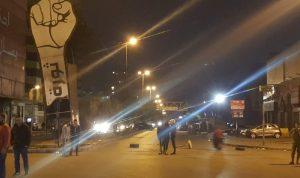 محتجون يغلقون مداخل ساحة النور