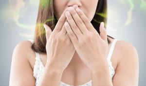 أطعمة مسؤولة عن رائحة الفم الكريهة