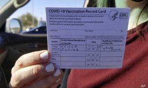 نصيحة من لجنة أميركية: لا تنشر بطاقة اللقاح الخاصة بك