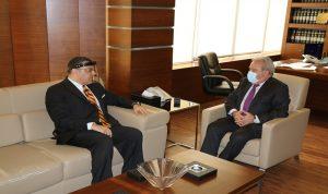المشرفية والسفير المصري بحثا في المساعدات المقدمة للبنان