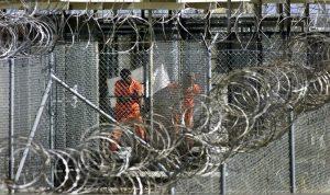 75 نائبًا أميركيًا يطالبون بايدن بإغلاق سجن غوانتانامو