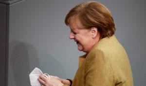 ميركل تؤيد إغلاقًا عامًا لفترة قصيرة في ألمانيا
