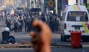قناصة يستهدفون المحتجين بالرصاص الحي في ميانمار