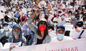 مقتل امرأة خلال تفريق تظاهرة في ميانمار