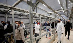 إسرائيل تعلن أنها ستطعم العمال الفلسطينيين ضد كورونا
