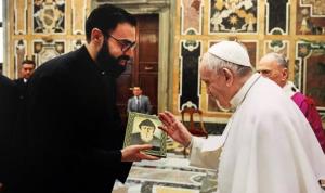 البابا يصلّي من أجل لبنان (صورة)