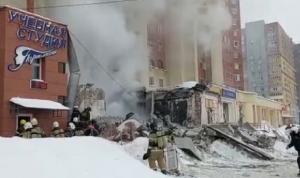 بالفيديو… انفجار في مبنى سكني وسط روسيا