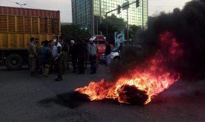 محتجون يشعلون الإطارات في صيدا… والجيش يتدخل