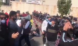 بالفيديو: الاحتجاجات أمام المحكمة العسكرية تتواصل