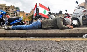 """اللبنانيون في قلب """"جهنم""""… الدولار الى 100 ألف ليرة؟"""
