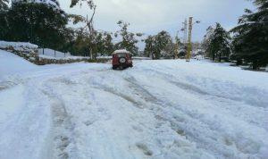 هذه الطرقات الجبلية مقطوعة بسبب تراكم الثلوج