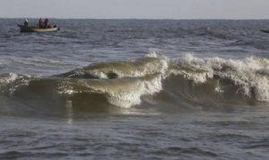 الأمواج تقذف جثة مصري على شواطئ غزة