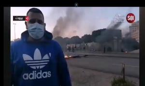 """متظاهرون يعتدون على اعلاميين: """"نحنا مش ثوار""""! (فيديو)"""