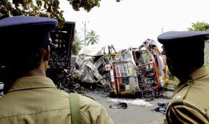 سريلانكا… مقتل وإصابة العشرات جراء تحطم حافلة