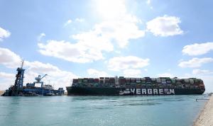 """هيئة قناة السويس: عبور السفن المتأخرة بسبب حادثة """"إيفر غيفن"""""""