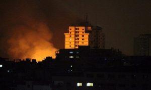 """""""ردا على إطلاق صاروخ"""".. غارات جوية إسرائيلية على قطاع غزة"""