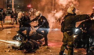 اشتباكات بين الشرطة ومتظاهرين بضواحي أثينا
