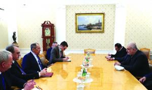 """""""الحزب"""" في موسكو: الحكومة والأسد"""