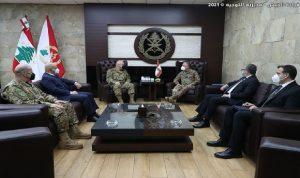 قائد الجيش عرض علاقات التعاون مع دل كول