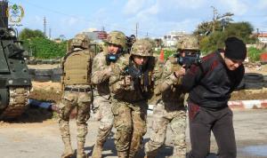 تمارين تدريبية للجيش حول عمليات دهم وقتال في أماكن آهلة