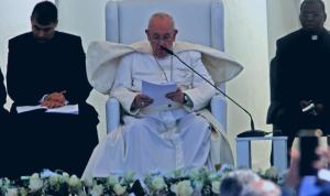 البابا آتٍ… ومعه إشارة التغيير