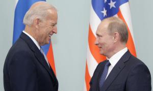 سيناتور روسي: تصريحات بايدن عن بوتين دليل على الجنون السياسي
