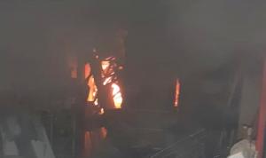حريق في سوق صيدا التجاري والأضرار مادية