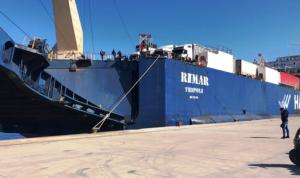 وصول سفينة محملة بـ6 شاحنات أوكسجين الى مرفأ طرابلس