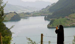 الناخبون السويسريون يؤيدون حظر الحجاب