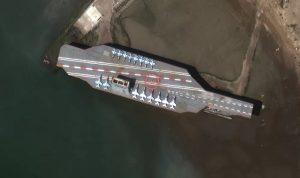 طيران إيراني يحلق بالقرب من حاملة طائرات أميركية بالخليج