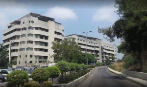 فوضى في مستشفى الشرق الأوسط: وزارة الصحة لم ترسل اللقاحات!