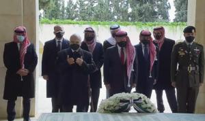 بعد الأزمة… صورة تجمع الأمير حمزة مع ملك الأردن
